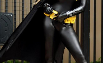 Batgirl iPhone Wallpaper
