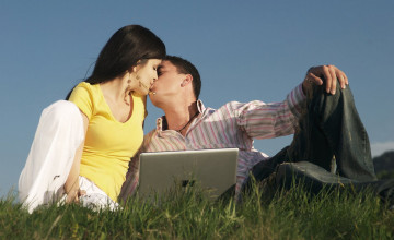 Couple Kissing Wallpaper