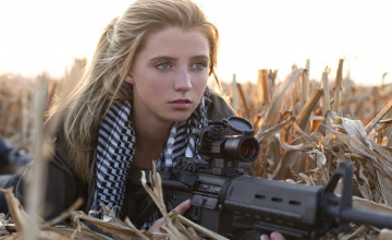 Girls with AR 15 Wallpaper