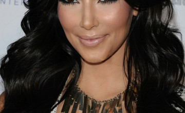 Kim Kardashian Wallpaper for iPhone