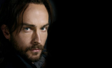 Tom Mison Wallpaper