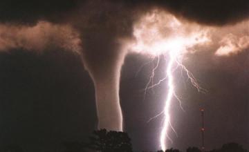 Tornado Screensavers and Wallpaper